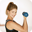 woman doing a bicep curl